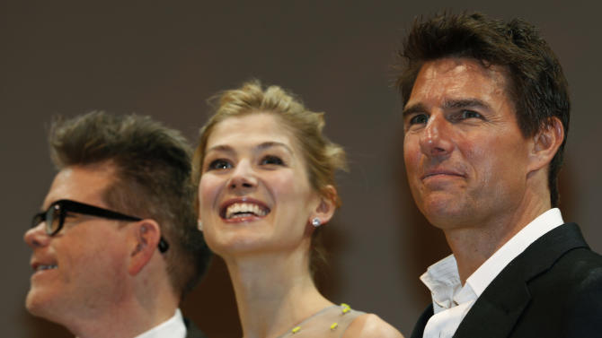 """U.S. actor Tom Cruise, right, British actress Rosamund Pike, center, and director Christopher McQuarrie smile during the Japan premiere of their new movie """"Jack Reacher"""" in Tokyo,  Wednesday, Jan. 9, 2013. (AP Photo/Shizuo Kambayashi)"""