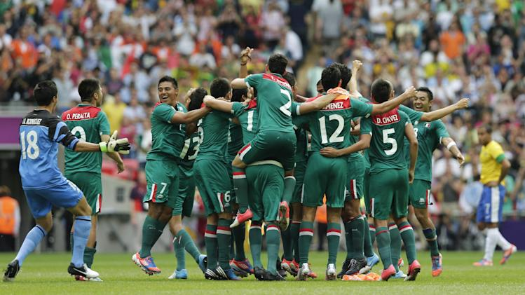 Mexico players celebrate winning the gold medal in the men's soccer final against Brazil at the 2012 Summer Olympics, Saturday, Aug. 11, 2012, in London. (AP Photo/Luca Bruno)