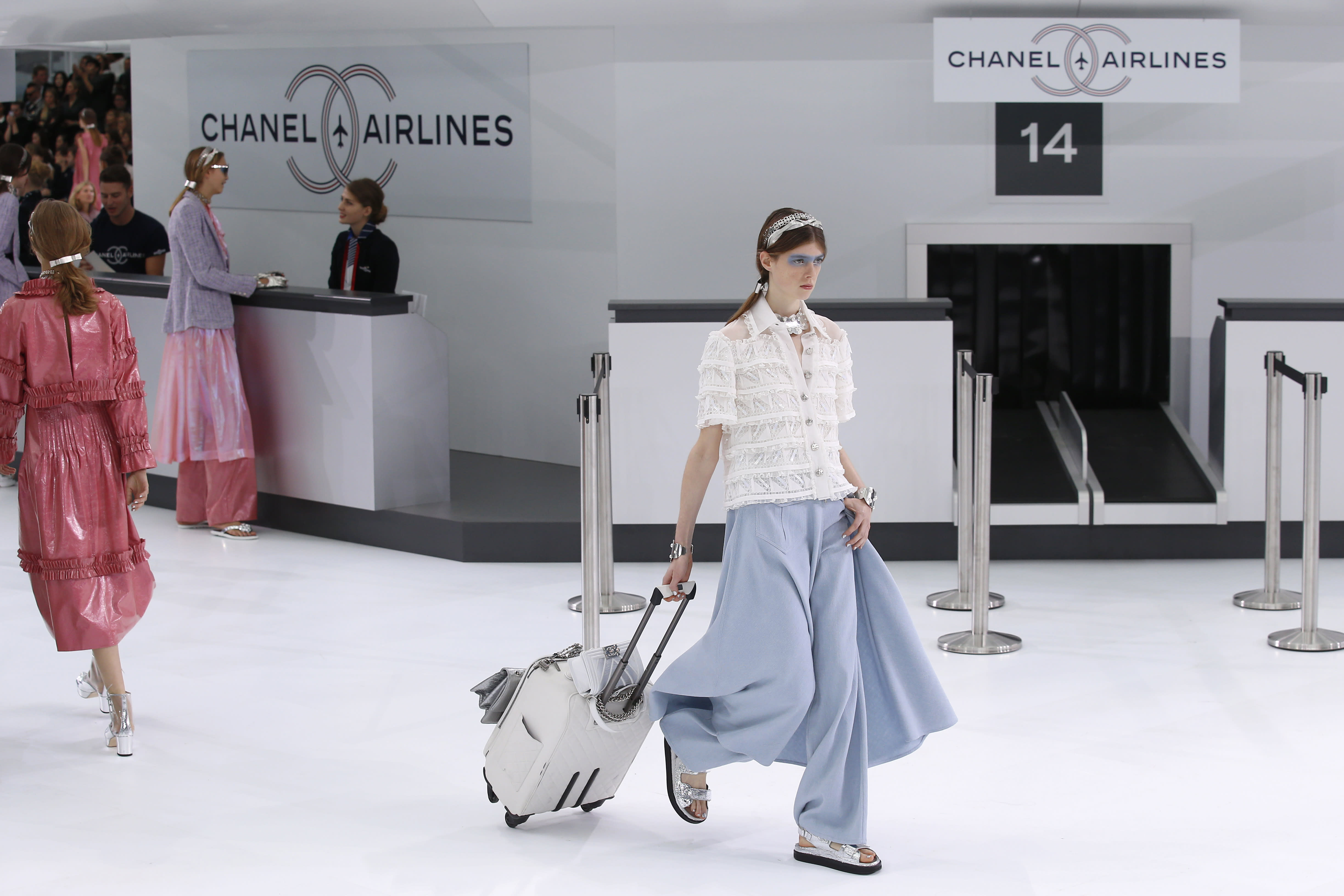 Chanel hosts airport show amid Paris aviation protest