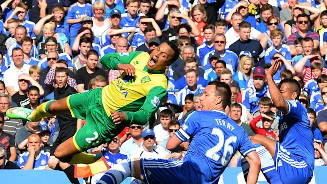 Chelsea's John Terry (C) and Ashley Cole (R) slide in to tackle Norwich City's defender Martin Olsson (L) during the English Premier League football match between Chelsea and Norwich City at Stamford Bridge in London on May 4, 2014