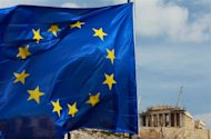 A European Union flag is seen in front of the Parthenon temple in Athens February 21, 2012.   REUTERS/John Kolesidis