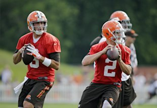 Brian Hoyer (L) has no plans of surrendering the No. 1 QB spot to Johnny Manziel. (AP)