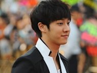 Lee Ki-kwang suffers leg injury