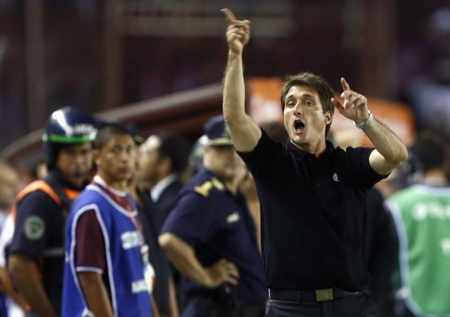 Schelotto, head coach of Argentina's Lanus, gestures during Copa Sudamericana second leg final soccer match against Brazil's Ponte Preta in Buenos Aires