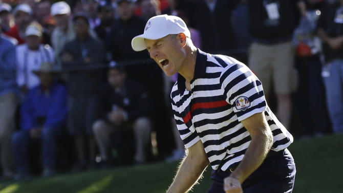 USA's Jim Furyk reacts after missing a putt on the 16th hole during a singles match at the Ryder Cup PGA golf tournament Sunday, Sept. 30, 2012, at the Medinah Country Club in Medinah, Ill. (AP Photo/David J. Phillip)