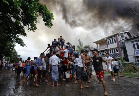 Muslim, Buddhist Mob Violence Threatens New Myanmar Image