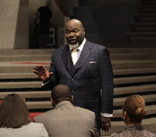 This Aug. 13, 2012 photo shows Bishop T.D. Jakes, foreground, speaking to a group of young adults he mentors at the Potters House in Dallas. Jakes&#39; work as a film producer has motivated him to mentor more young people. As producer for the remake of Sparkle staring Whitney Houston, Jakes and others see Houston&#39;s spirit of mentoring and true-to-life role in the film, in which she plays a singer trying to raise her children in the church so they avoid some of the mistakes she made during her career. (AP Photo/LM Otero)