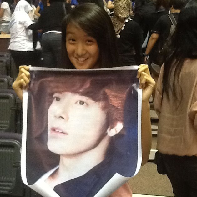 Francesca Lee, 14, with her cherished poster of Donghae. (Yahoo! photo)