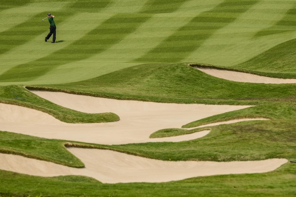 China closes 66 'illegal' golf courses