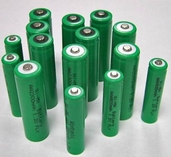上面這玩意叫做鎳氫電池,上面會寫「Ni-MH」