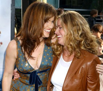 Premiere: Amy Brenneman and Elisabeth Shue at the Hollywood premiere of Paramount Pictures' Lemony Snicket's A Series of Unfortunate Events - 12/12/2004