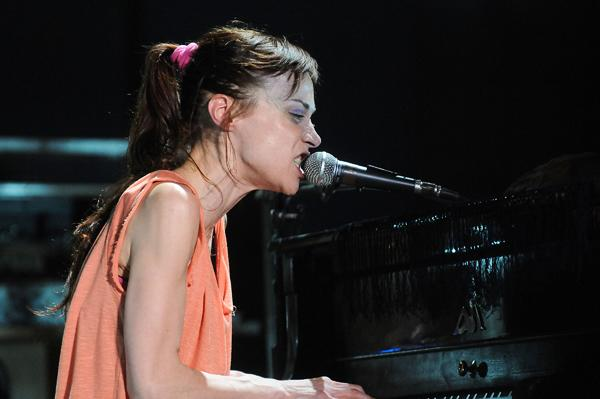 Fiona Apple Cancels South American Tour to Be With Her Dying Dog