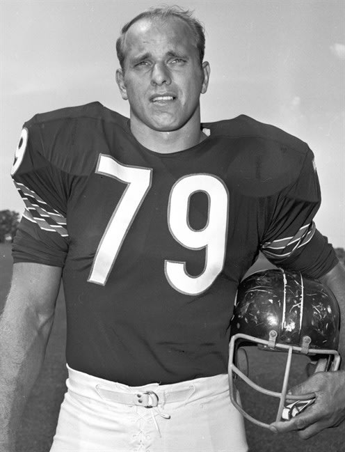 FILE - In this Aug. 20, 1970, file photo, Chicago Bears' Dick Evey poses for a photo. Evey, who played most of his eight seasons in the NFL with the Bears, has died at age 72. Smith Funeral & Crematio