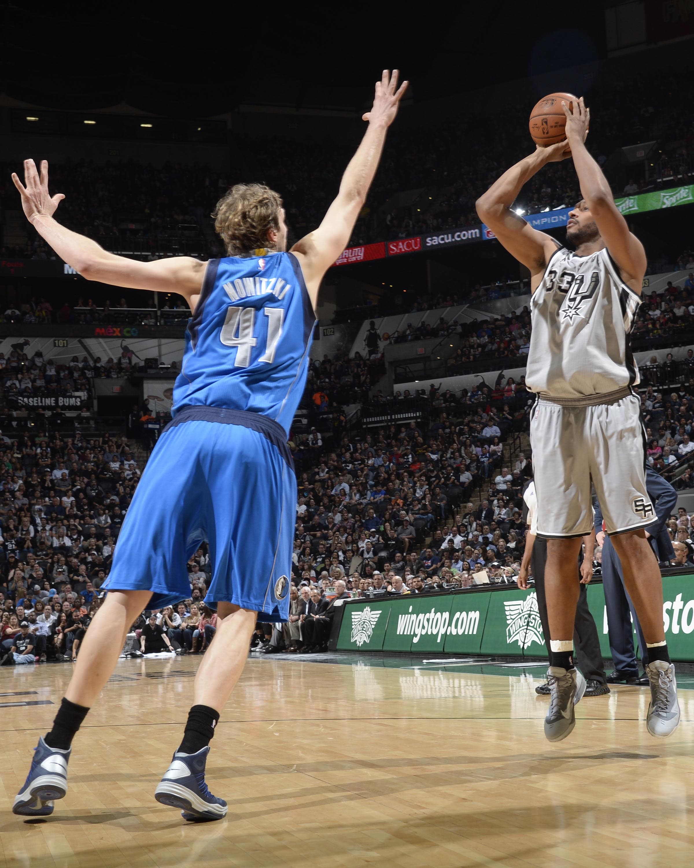 Diaw scores 19 to lead Spurs in 94-76 win over Mavericks