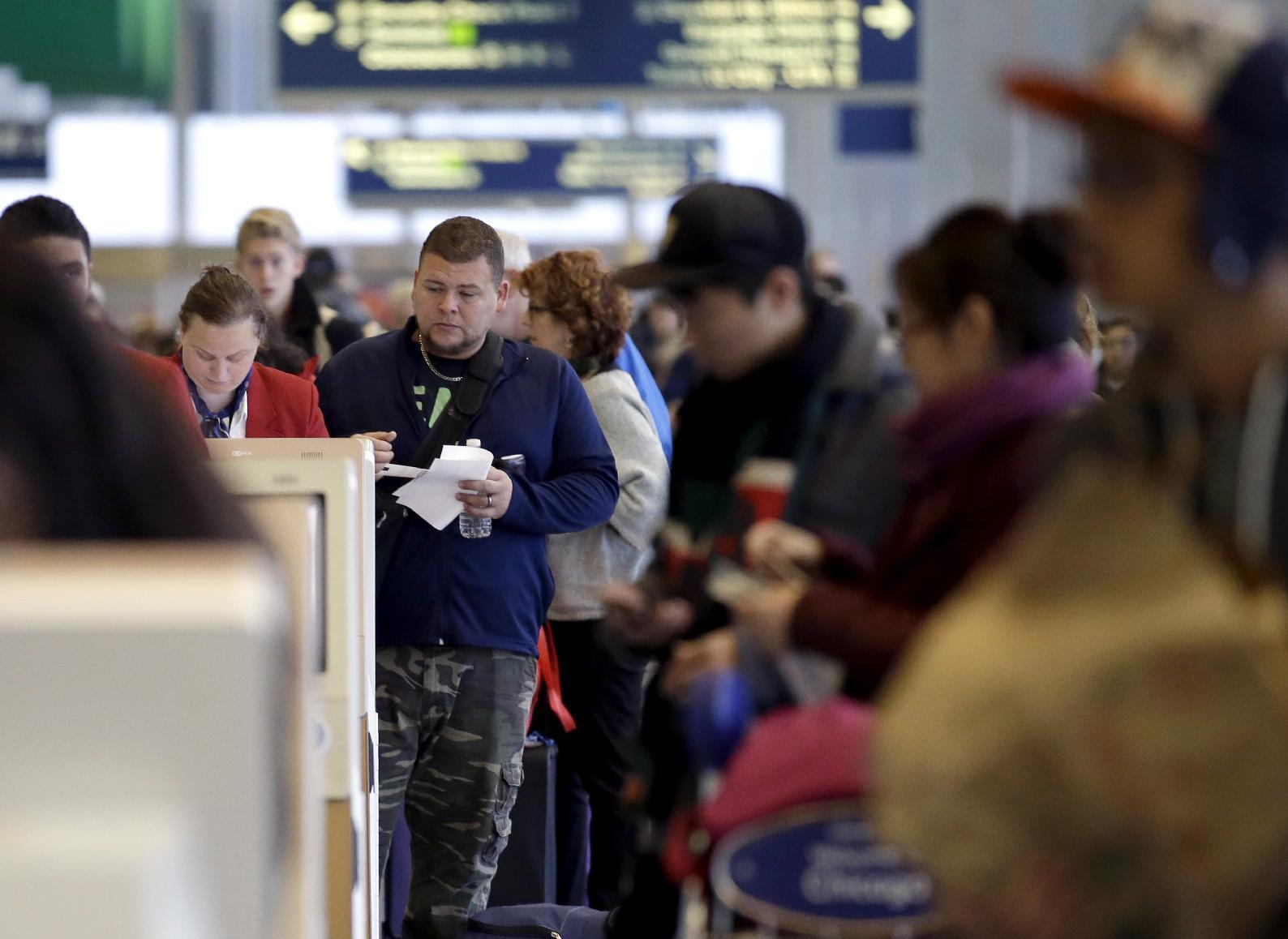 Weather, flights aid post-Thanksgiving travel efforts