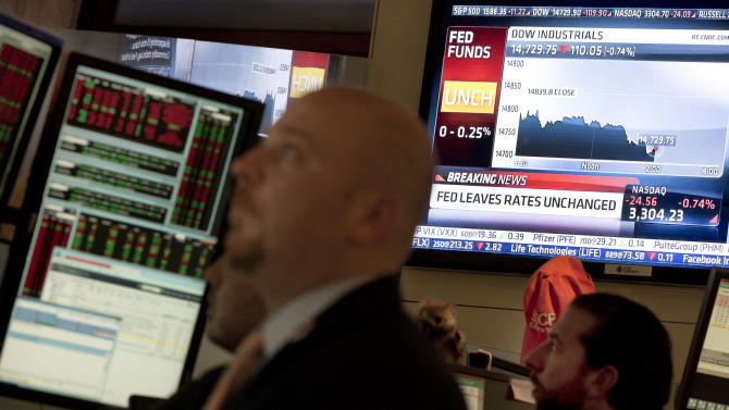 A video screen on the floor of the New York Stock Exchange  shows the interest rate decision of the Federal Reserve, Wednesday, May 1, 2013. The Fed maintained its plan to keep short-term interest rates at record lows at least until unemployment falls to 6.5 percent from its current 7.6 percent. (AP Photo/Richard Drew)