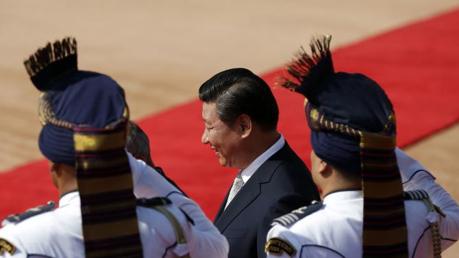 China's President Xi walks after inspecting his guard of honour during his ceremonial reception in New Delhi