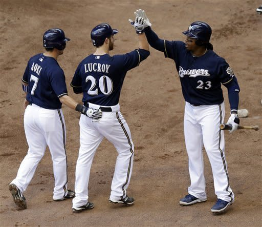 Lucroy homers in Brewers 8-5 win over Giants