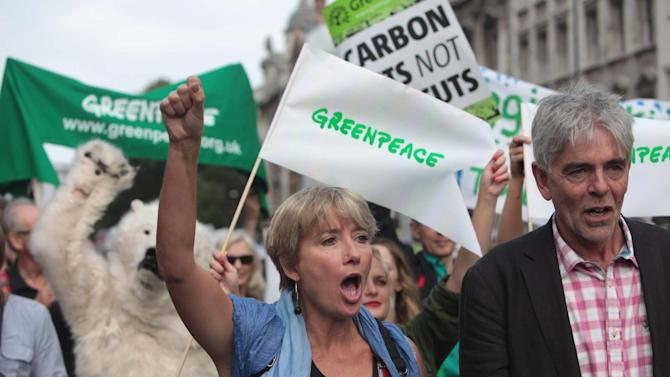 British actress Emma Thompson, centre and John Sauven from Greenpeace  join an estimated 40,000 thousand people marching from the Embankment via Whitehall to the Houses of Parliament in London, Sunday, Sept. 21, 2014 as part of the People's Climate March, a worldwide mobilisation calling on world leaders to commit to urgent action on climate change and 100% clean energy. (AP Photo/Greenpeace International, John Cobb)