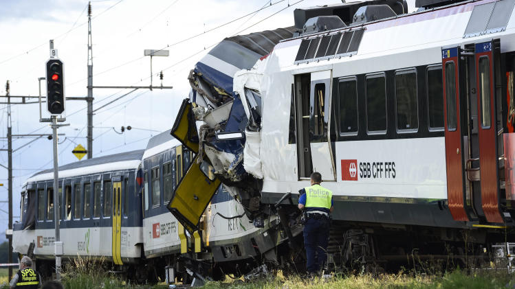 Body of driver recovered after Swiss trains crash