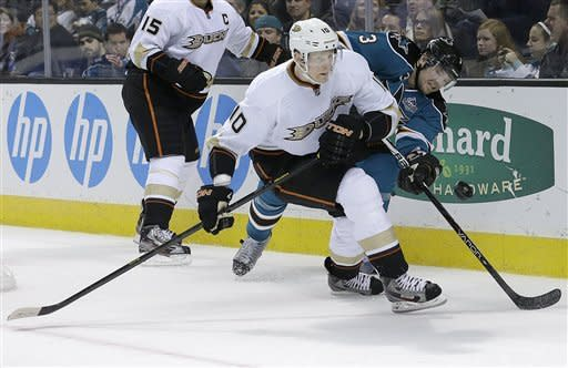 Sharks beat Ducks 3-2 in shootout to stay unbeaten