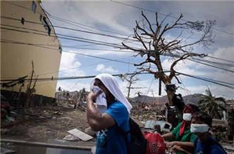 Philippines typhoon death toll tops 6,000
