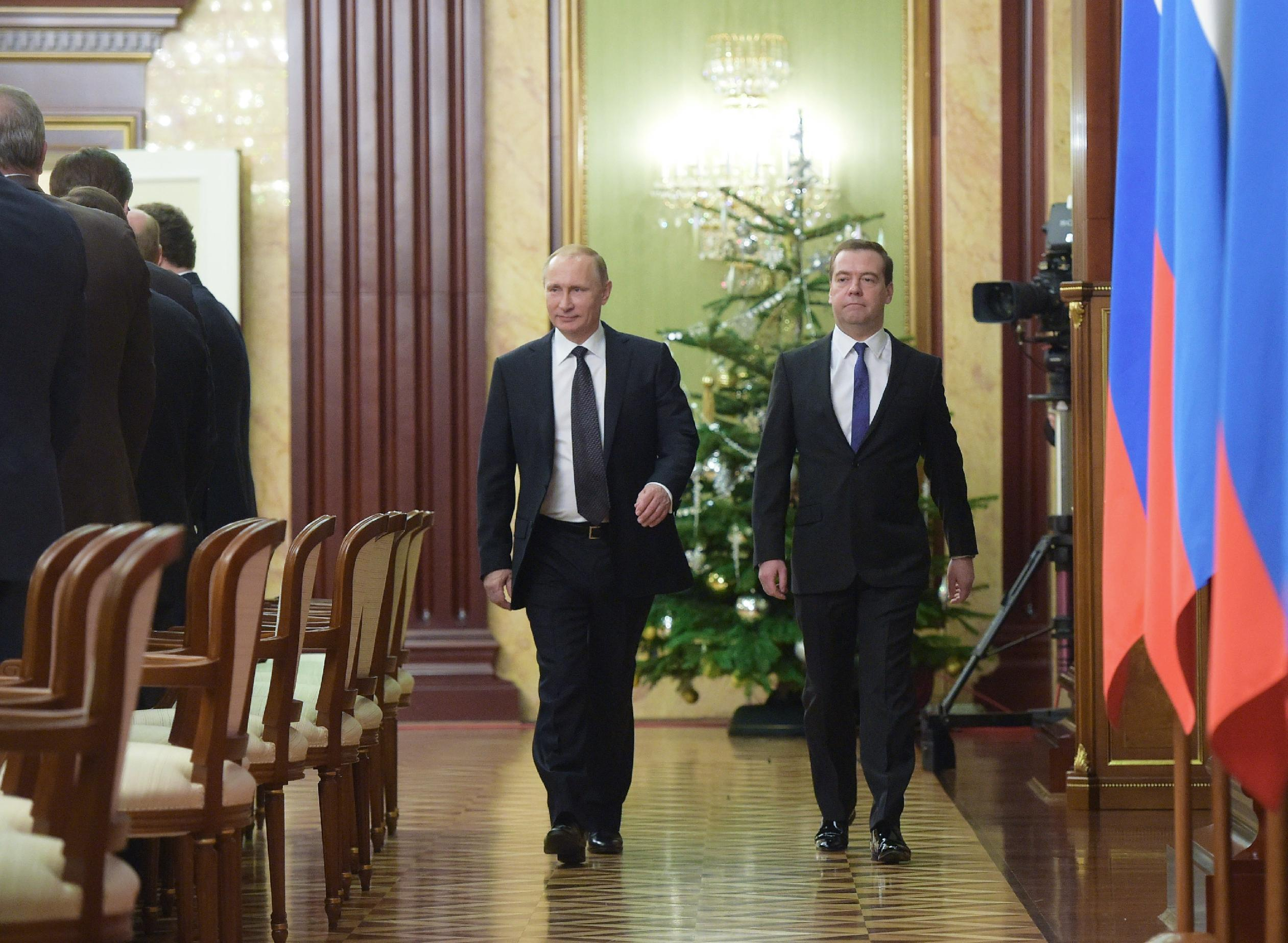 Russia's Putin scraps New Year's holidays for ministers