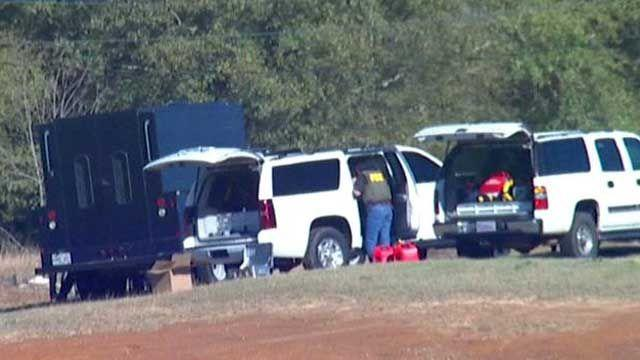 How do police diffuse hostage situation in Alabama?