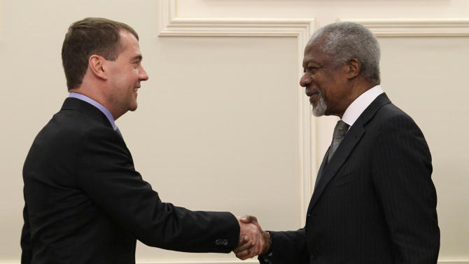 "Russian President Dmitry Medvedev shake hands with U.N. and Arab League envoy to Syria Kofi Annan during their meeting in Moscow, Sunday, March 25, 2012. Russian President Dmitry Medvedev has told the U.N. and Arab League envoy to Syria that his mission ""may be the last chance for Syria to avoid a protracted bloody civil war."" Medvedev also told Kofi Annan that he has Russia's full support. (AP Photo/AP Photo/RIA Novosti Kremlin, Ekaterina Shtukina, Presidential Press Service)"