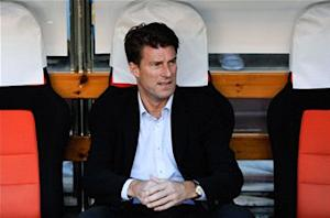 Laudrup revels in Swansea's rout of Valencia