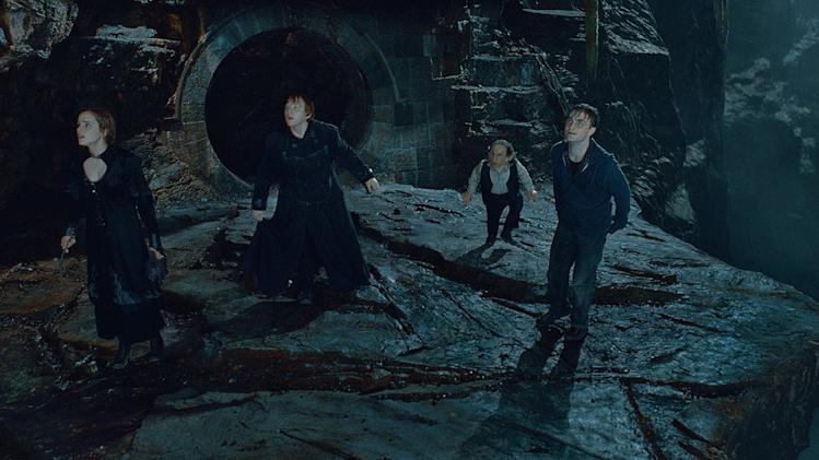 Harry Potter and the Deathly Hallows Part 2 Stills Warner Bros. pictures 2011 Emma Watson Rupert Grint Warwick Davis Daniel Radcliffe