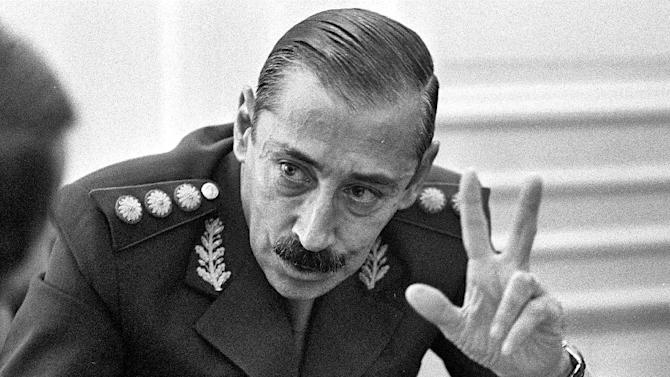 """FILE - In this June 1978 file photo, Gen. Jorge Rafael Videla talks to journalists at the Buenos Aires Government Palace, in Argentina. The former Argentine dictator died of natural causes Friday, May 17, 2013, while serving life sentences at the Marcos Paz prison for crimes against humanity. Videla took power in a 1976 coup and led a military junta that killed thousands of his fellow citizens in a dirty war to eliminate """"subversives."""" He was 87. (AP Photo/Eduardo Di Baia, File)"""