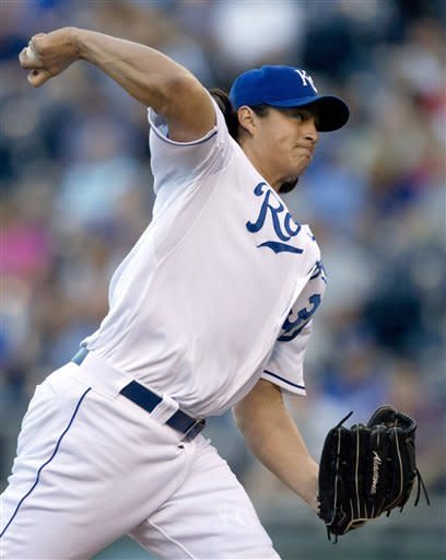 Royals rally for 4-2 victory over White Sox