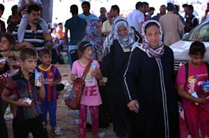 Iraqi families fleeing violence in the northern Nineveh…