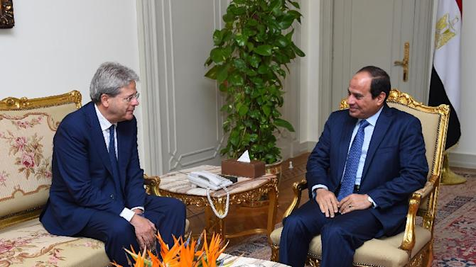 A picture released by the Egyptian Presidency on July 13, 2015, shows President Abdel Fattah al-Sisi (R) speaking with Italian Foreign Minister Paolo Gentiloni during a meeting in Cairo