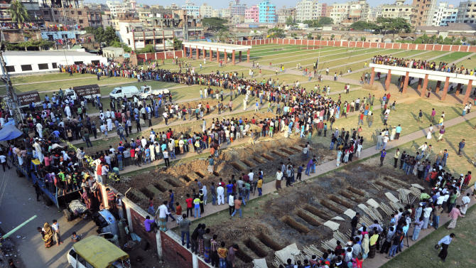 Bangladeshis prepare to bury the bodies of some of the victims of Saturday's fire in a garment factory in Dhaka, Bangladesh, Tuesday, Nov. 27, 2012. Bangladesh held a day of mourning Tuesday for the 112 people killed in the weekend fire at the factory, and labor groups planned more protests to demand better worker safety in an industry notorious for operating in firetraps. (AP Photo/Khurshed Rinku)