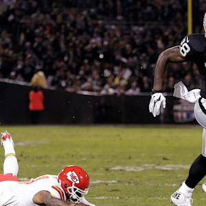Latavius Murray rushes Raiders to first win
