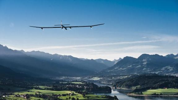 Solar-Powered Plane to Make Cross-Country Flight
