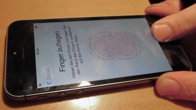 iPhone 5S Fingerprint Sensor Fooled by German Hacker Group (ABC News)