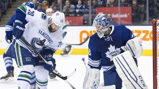 Maple Leafs roll past Canucks 5-2