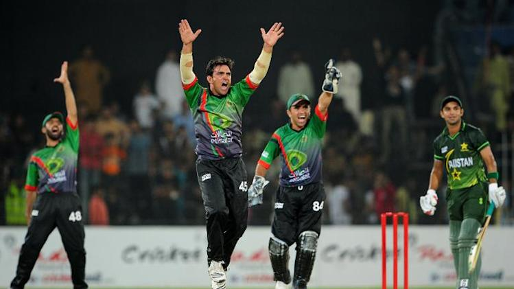 Afghanistan bowler Mohammad Sami (2L) and wicketkeeper Mohammad Shahzad (R) make successful appeal for the dismissal of Pakistan A batsman Rameez Raja during the sides' last one-day match in Faisalabad on May 29, 2011