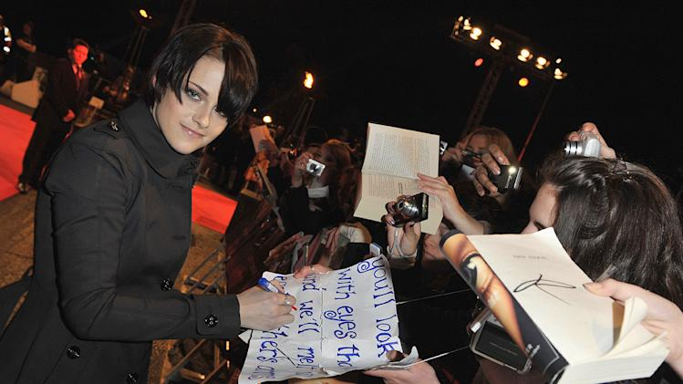 Twilight Saga New Moon Press Tour 2009 Kristen Stewart