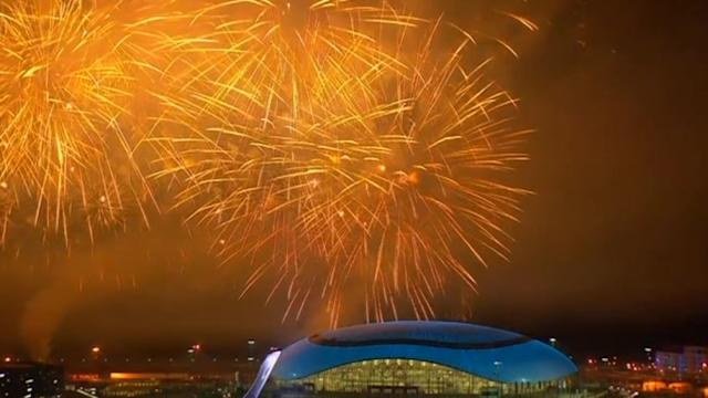 Skies over Sochi lit up for Olympic closing ceremony