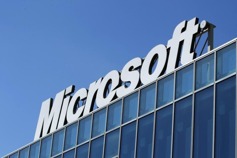 Diverse allies rally for Microsoft in overseas data fight