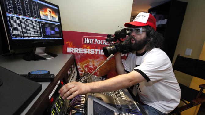 "IMAGE DISTRIBUTED FOR HOT POCKETS - ""30 Rock"" star Judah Friedlander studies Snoop Dogg's viral video for HOT POCKETS® brand sandwiches, ""Pocket Like It's Hot,"" in preparation to release his ""director's"" commentary on Friday, Oct. 26, 2012 in New York.  To see Judah's video go to Facebook.com/HotPockets. (Photo by Jason DeCrow/Invision for Hot Pockets/AP Images)"