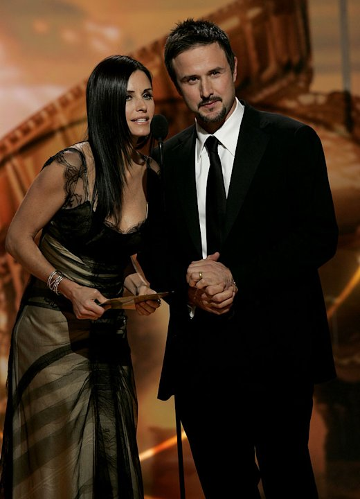 Dirty couple Courteney Cox and David Arquette present at the 64th annual Golden Globe Awards. 