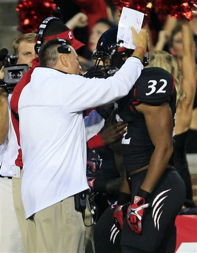 Cincinnati beats Pitt 34-10 in Big East opener