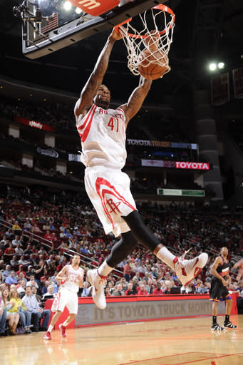 Motiejunas leads Rockets in 30-point rout of Suns