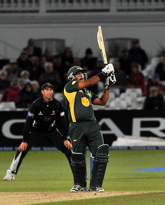 Cricket - Clydesdale Bank Pro40 Semi Final - Nottinghamshire Outlaws v Somerset - Trent Bridge