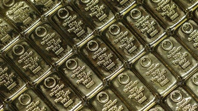 Gold bars are pictured at the GSA Austria ( Money Service Austria ) company's headquarters in Vienna July 22, 2013. REUTERS/Leonhard Foeger/Files